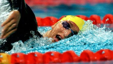 Ian Thorpe has set up a match race with Pieter van den Hoogenband in the 200m freestyle final.