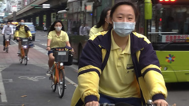 Students in Taipei wear masks to stop the spread of COVID-19.