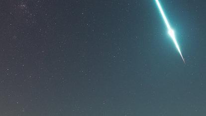 Amateur photographer captures brilliant meteor falling over Queensland
