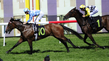 Snippets Land wins the 2015 National Sprint.