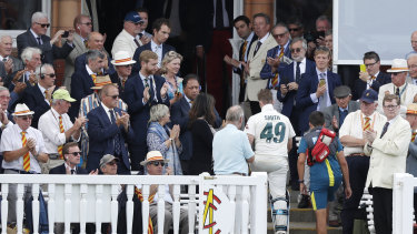 Steve Smith leaves the field to applause after being felled by a Jofra Archer bouncer.