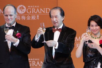 Stanley Ho (centre) celebrates the  the opening of MGM Grand Macau in 2007 with his daughter, Pansy, and then MGM CEO Terrence Lanni.