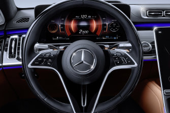The dashboard of the Mercedes-Benz S450L.