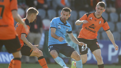 No Socceroos, no worries: Young keeper stars as Sydney FC march into finals