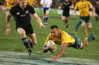 Kurtley Beale can do as much damage as Israel Folau at fullback, says Beauden Barrett.