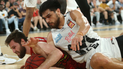 United keep season alive with win over Perth Wildcats