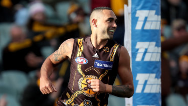 Shaun Burgoyne will get the chance to play 400 games.