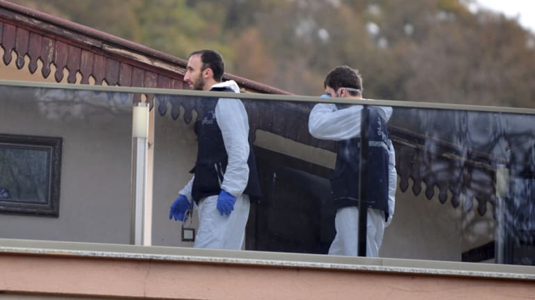 Turkish police, aided by sniffer dogs, search two adjoining villas for Jamal Khashoggi's remains.