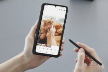 Samsung's Galaxy S21 Ultra now lets you write on the screen with a stylus.