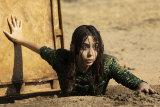 Hazel (Cristin Milioti) escapes husband Byron (Billy Magnussen).