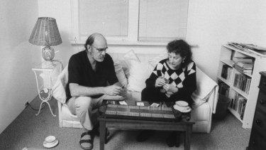 Margaret Atwood and Graeme Gibson playing cribbage.
