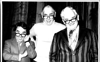 Ron Haddrick (centre) with Ronnie Corbett (left) and Ronnie Barker at the Music Hall in Neutral Bay, 1979.