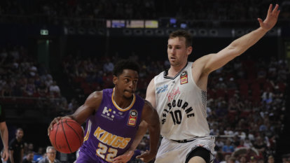 Kings in pole position, United's finals hopes torched by ex-flame