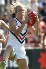 Fremantle's Dana Hooker shows strong hands.