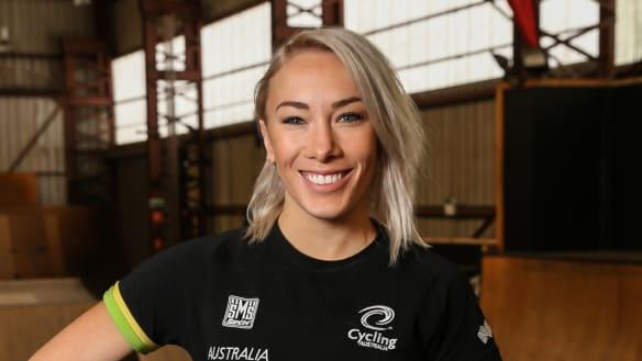 Caroline Buchanan dislocates and breaks finger in freestyle BMX