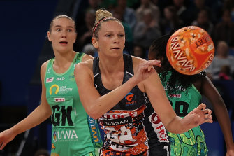 Giants captain Jo Harten in action during their narrow loss to West Coast Fever.