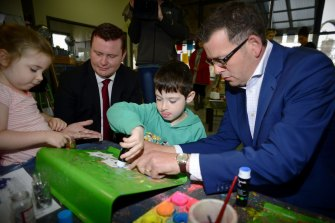 Daniel Andrews campaigning in 2014 with Labor Mordialloc candidate Tim Richardson.