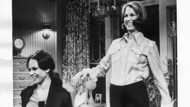 Mary Tyler Moore (R) in the self titled series with co-star Valerie Harper as Mary's neighbour Rhoda, 1970s