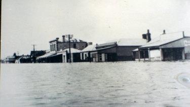 Water floods onto Bank Street, Port Fairy.