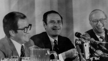 James Goodale (right) with <i>New York Times</i> publisher Arthur Ochs Sulzberger (centre) and managing editor A.M. Rosenthal on June 30, 1971, after the US Supreme Court upheld the newspaper's right to publish the Pentagon Papers.