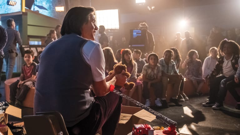Jeff Pickles (Jim Carrey) is a children's entertainer on the verge of a nervous breakdown in <i>Kidding</i>.