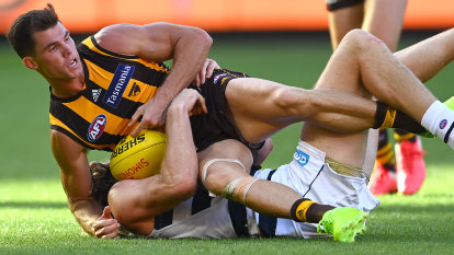 'Disappointing': Foxtel breaches broadcasting rules over gambling ad during AFL game