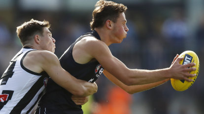 AFL close to extending TV deal with Seven as Foxtel holds out for discount