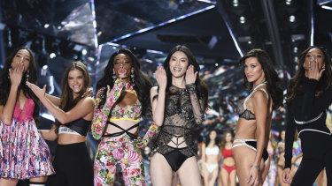 de5cbaba4d Victoria s Secret to close 53 stores as poor Christmas sales bite