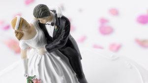 Wedding cake topper, bride and groom, marriage, wedding, generic thinkstock image 85926339.jpg