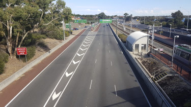 Dwindling school pickup traffic is evident from the Canning Bridge looking over the freeway outbound.