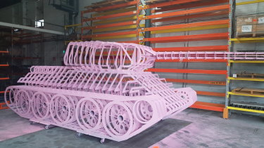 Czech sculptor David Cerny will install a full-size replica of his famous pink tank at this year's Sculpture by the Sea.
