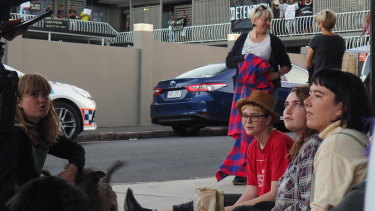 Refugee advocates blockade the Kangaroo Point motel where refugees are being held.