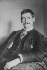 Author of the iconic short story <i>The Drover's Wife</i>, Henry Lawson, c1900.