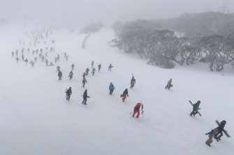 'A good few days' ahead for skiers as blizzard conditions set to ease
