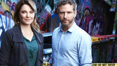 Lucy Lawless plays a retired homicide detective in My Life is Murder – who keeps getting roped into cases by an inspector, played by Bernard Curry.