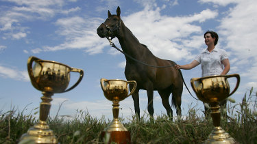 Makybe Diva with strapper, Christine Mitchell, and her three Melbourne Cups.