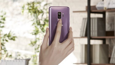The Galaxy S9 has fixed the poor sensor placement of the 2017 model.