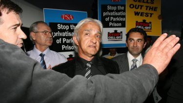 Dragan Vasiljkovic speaks to the media after his release from Parklea Prison in 2009.
