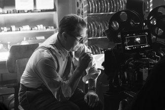 Gary Oldman as Herman Mankiewicz in a scene from Mank.