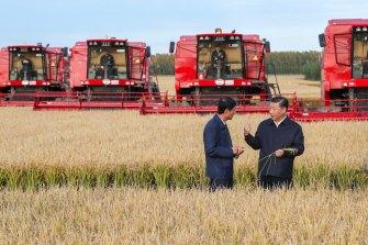 Chinese President Xi Jinping, right, visits a farm in Jiansanjiang in 2018.