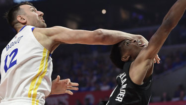 Golden State's Andrew Bogut (left) takes on the Clippers' Shai Gilgeous-Alexander in game four.