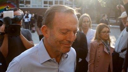 Vintage Abbott goes down swinging in Warringah