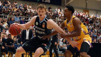 Kings crack under late pressure from Breakers in NBL upset