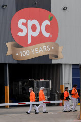 Employees at the SPC Ardmona factory in Shepparton at the change of shift.