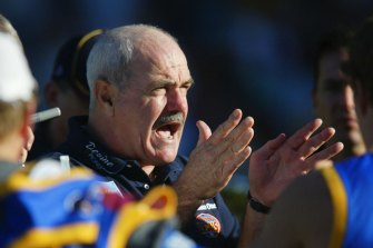 Leigh Matthews directing Brisbane players in 2002.