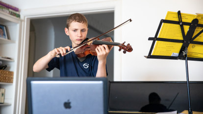 How schools across Sydney are handling online learning differently