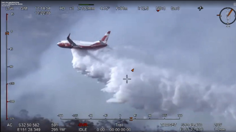 Air tanker fighting bushfires reportedly crashes in Snowy Mountains