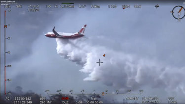 Air tanker fighting bushfires feared to have crashed in Snowy Mountains