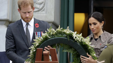 Harry and Meghan lay a wreath at the Tomb of the Unknown Warrior in Wellington.