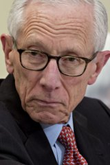 Stanley Fischer, former vice chairman of the US Federal Reserve, says US President Donald Trump is trying to destroy the global trading system.